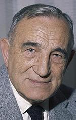 Чарльз Ванель — М. Джо