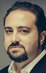 Хонатан Якубовіч — Режисер «Опір»