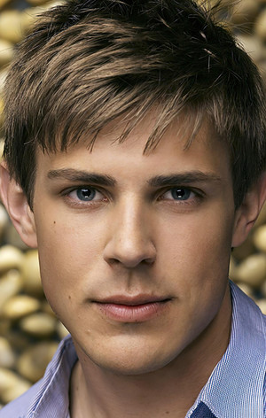 Кріс Ловелл (Chris Lowell)
